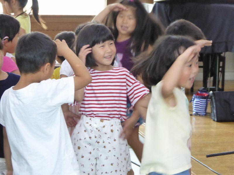 南陽幼稚園のお泊まり会の様子。最後の楽しいダンス。